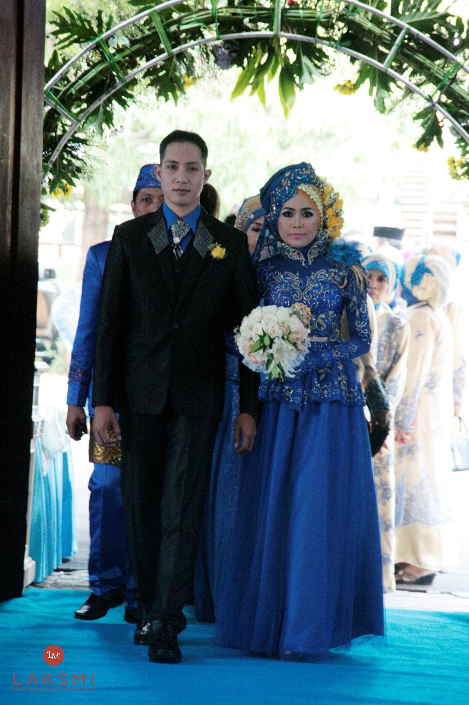 Menginginkan pernikahan yang meriah, Ria dan Ozik memilih warna