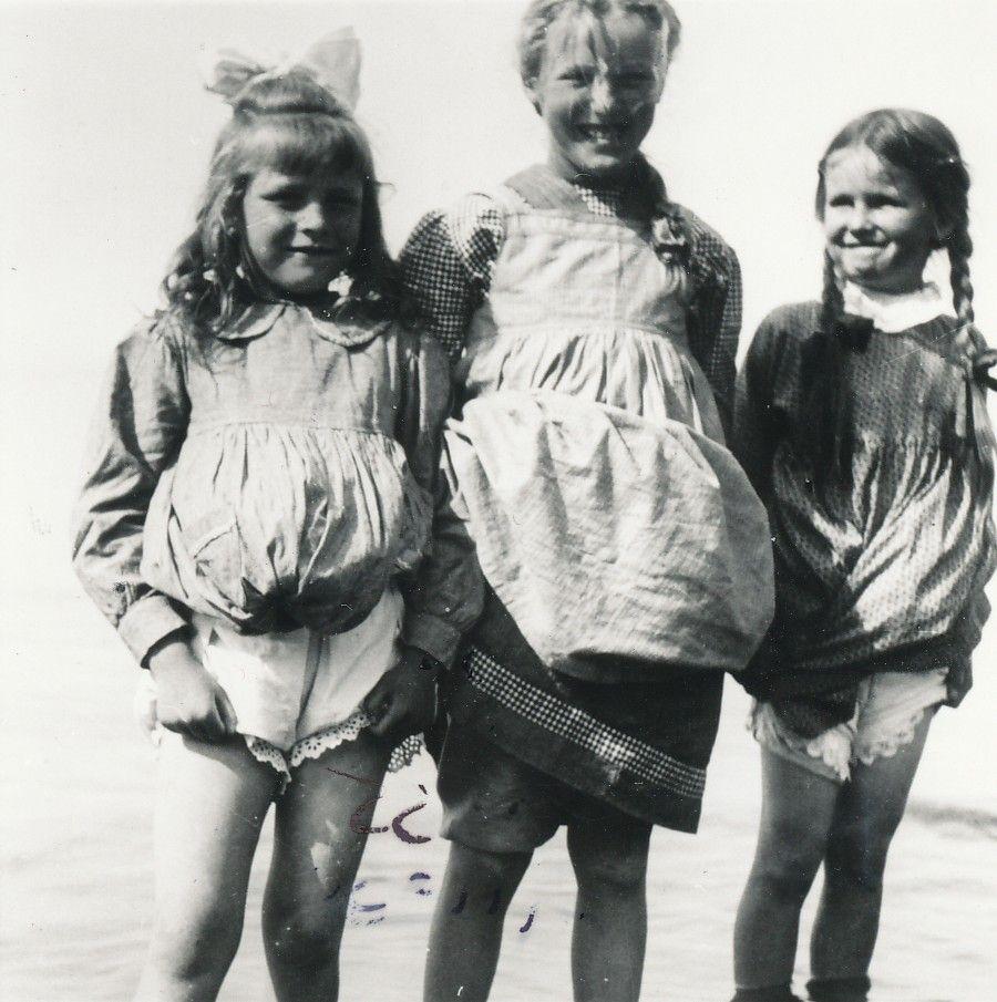 Tre små piger -  ca. 1950  (B95231)