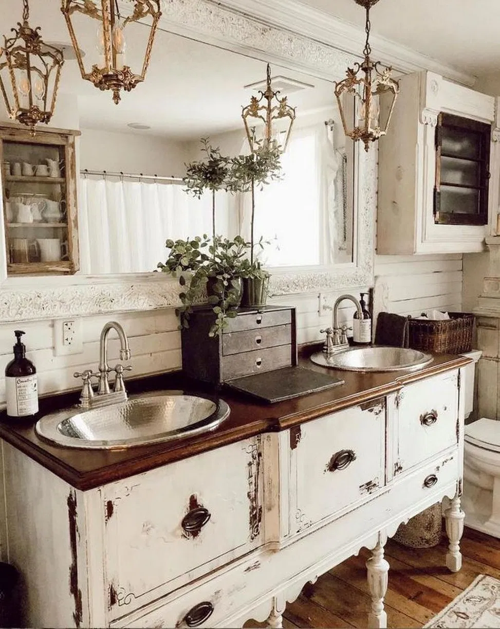 32 Perfect Rustic Farmhouse Bathroom Design Ideas 14 Megasiana Com Bathroomideas Farmhousebath French Country Bathroom House Bathroom Rustic Bathroom Decor