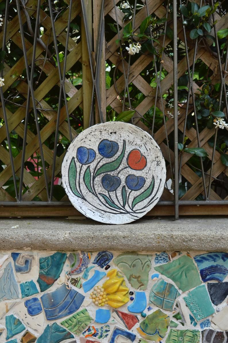 Come Appendere Piatti In Ceramica looking for outdoor wall decor piece? these tulips plates