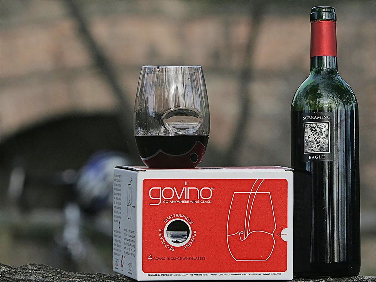 15 Gadgets Gizmos And Gifts That Every Wine Lover Needs Plastic Wine Glasses Wine Govino Wine Glasses