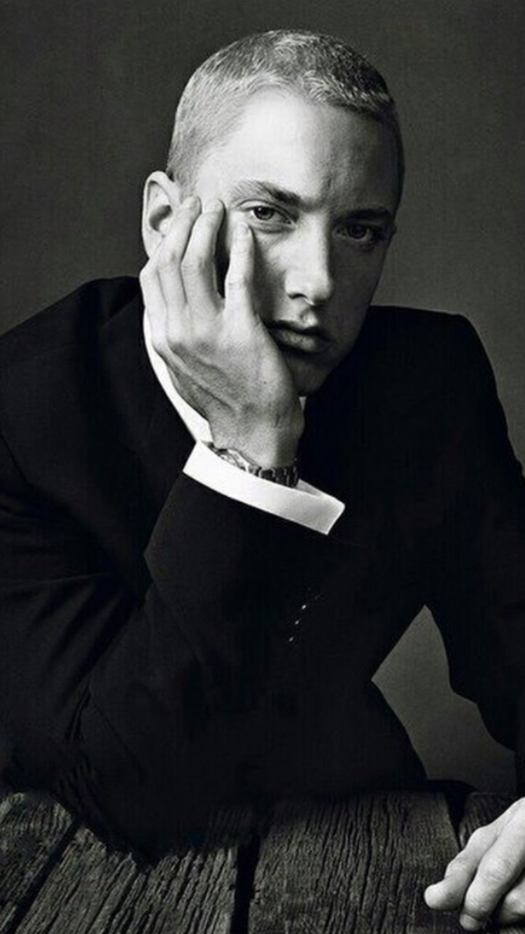 Eminem Well I Mean Look At Him A Perfect Face Perfect Size In His Thugg Swag Annnd Dressed Up All Gentleman Like H Eminem Rap Eminem Eminem Slim Shady