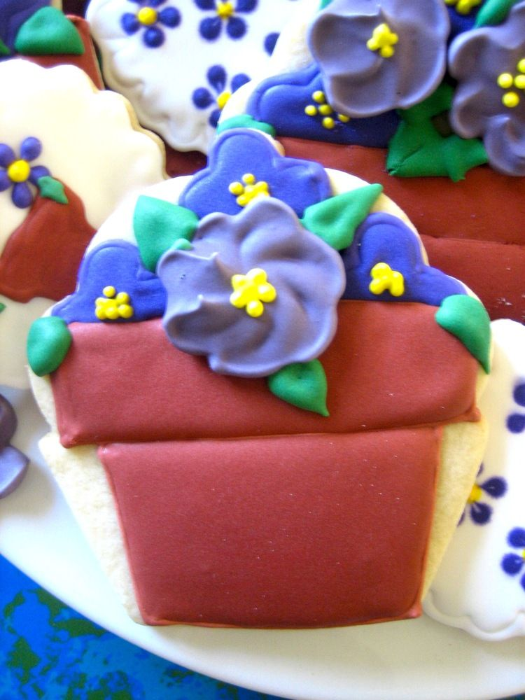 pot o' violets flower cookies