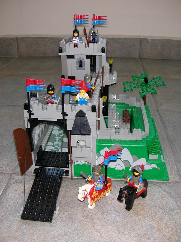 Lego castle <3 Loved the ghost that came with this | The 80's ...