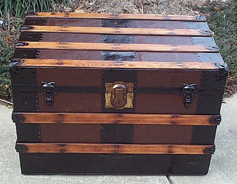 This Is The Type Of Trunk That People Moved Clothes Or Other Belongings In And Then Stored Them In The Attic Until Antique Trunk Steamer Trunk Trunks For Sale