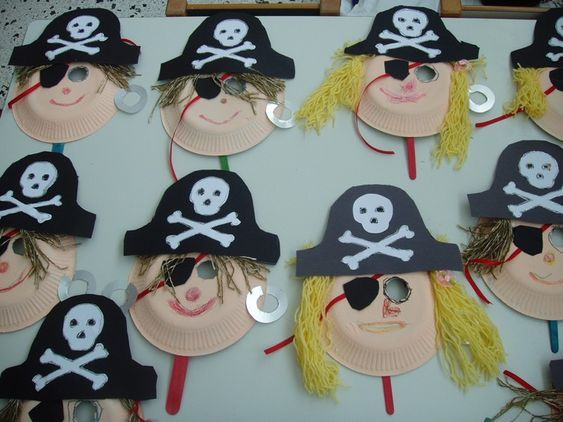 Piraten masken basteln kindergarten kita pappteller karton wolle