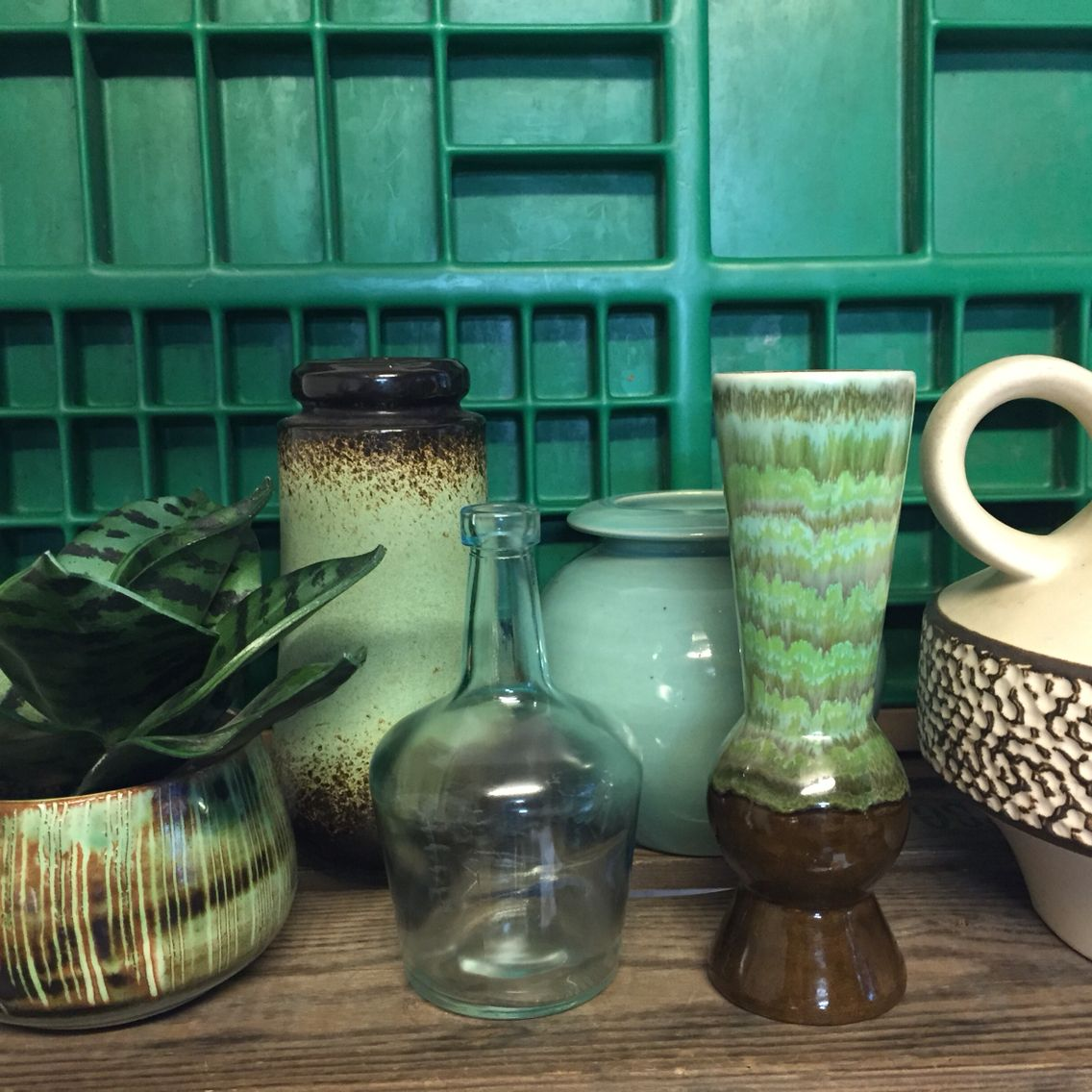 Green vintage interior Groen keramiek West Germany pottery Vintage ...