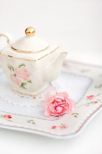 Pink Carnation and little teapot | by cafe noHut