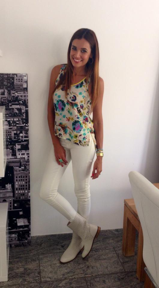 Jana Ina trägt Ihre neuen Sommerstiefel von Intramontabile