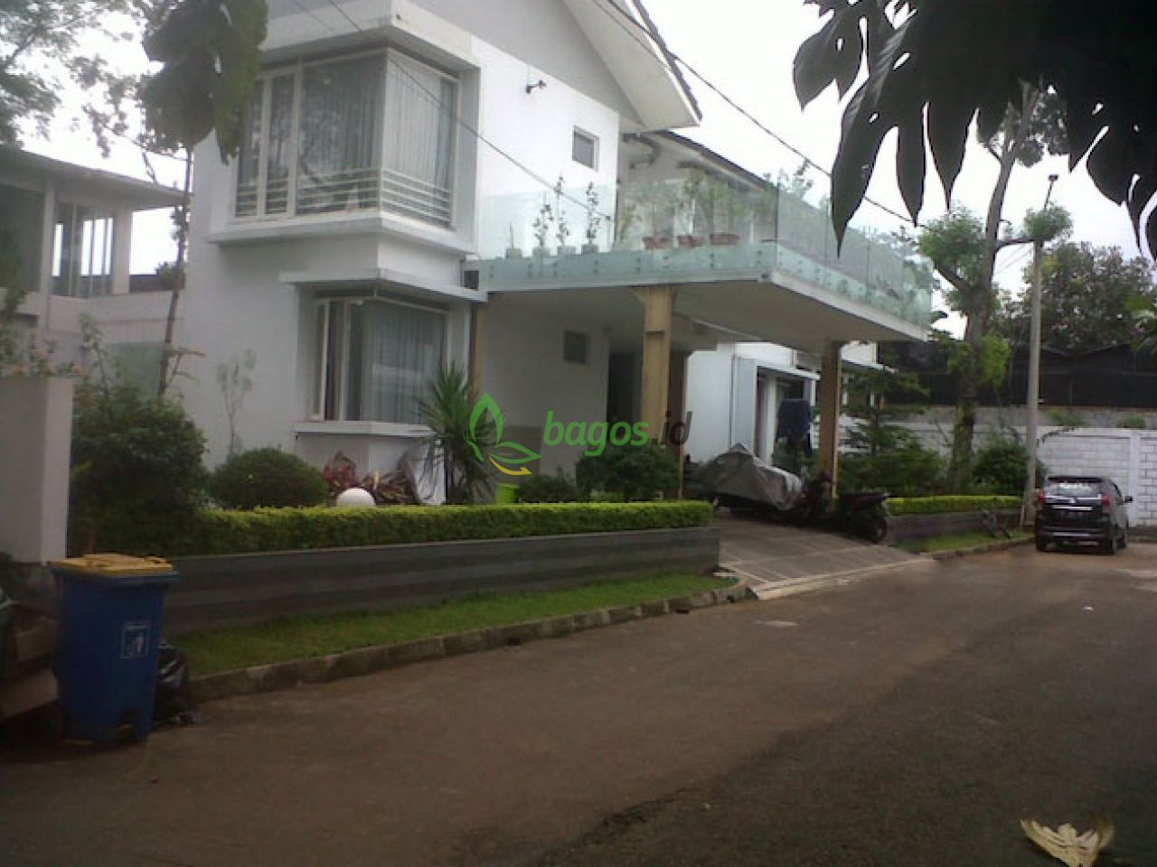 2storey house with spacious garden, terrace and courtyard