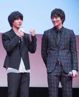"[Full clip of Japan premier, LINE archives] https://live.line.me/r/channels/675/broadcast/4066    Kento Yamazaki x Nobuyuki Suzuki (Team ""drama Suikyu Yankees""), J LA movie ""Wolf girl n black prince"", Apr/27/16. Release: May/28/2016"