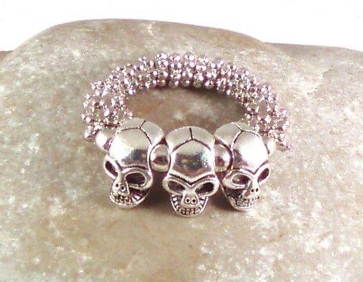 Ring SKULL silver - Passend zu den SKULL silver-Armbändern ein Ring mit 3 Totenköpfen, der auffällt!