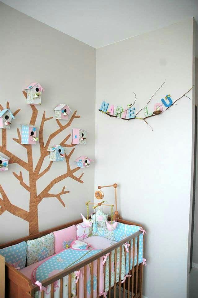 pr nom en lettres de carton recouvertes de tissu coll es sur une branche d 39 arbre et nid d 39 oiseau. Black Bedroom Furniture Sets. Home Design Ideas