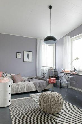 Chambre moderne fille ado lampe style industriel et pouf gris