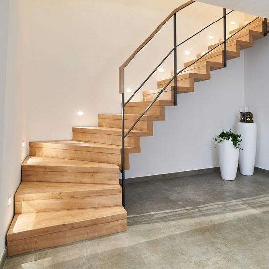 Treppenbau Lenz: Moderne Faltwerktreppe mit Metallgeländer – Treppen.de – das Fachportal für den Tre