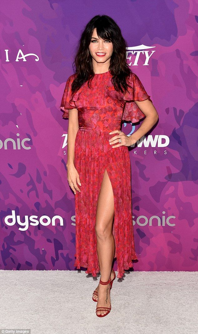 Jenna Dewan shows off her toned legs in sexy scarlet thigh-split gown