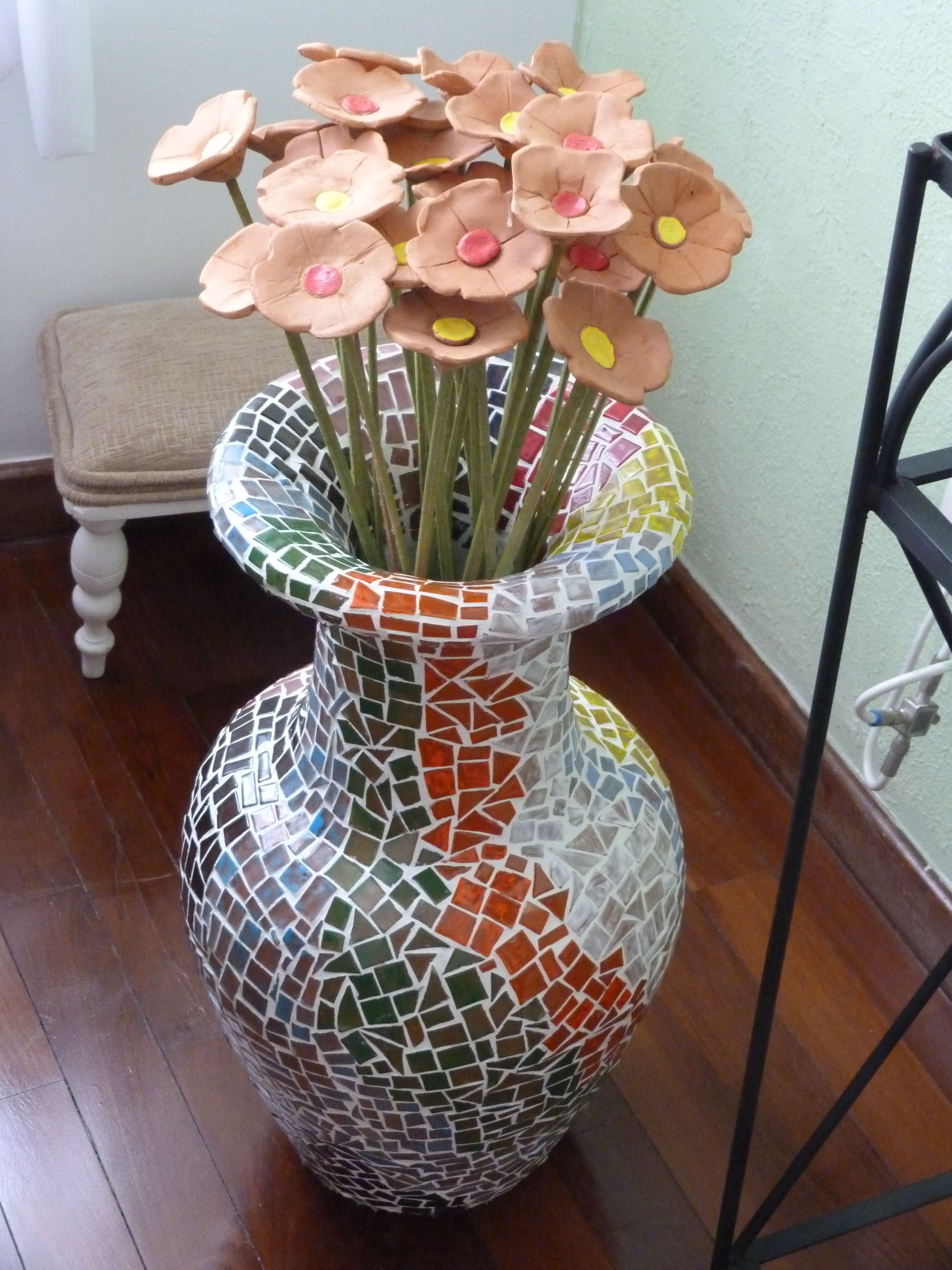 Vaso de mosaico com flores de cer mica ateli arte em for Mosaico ceramica