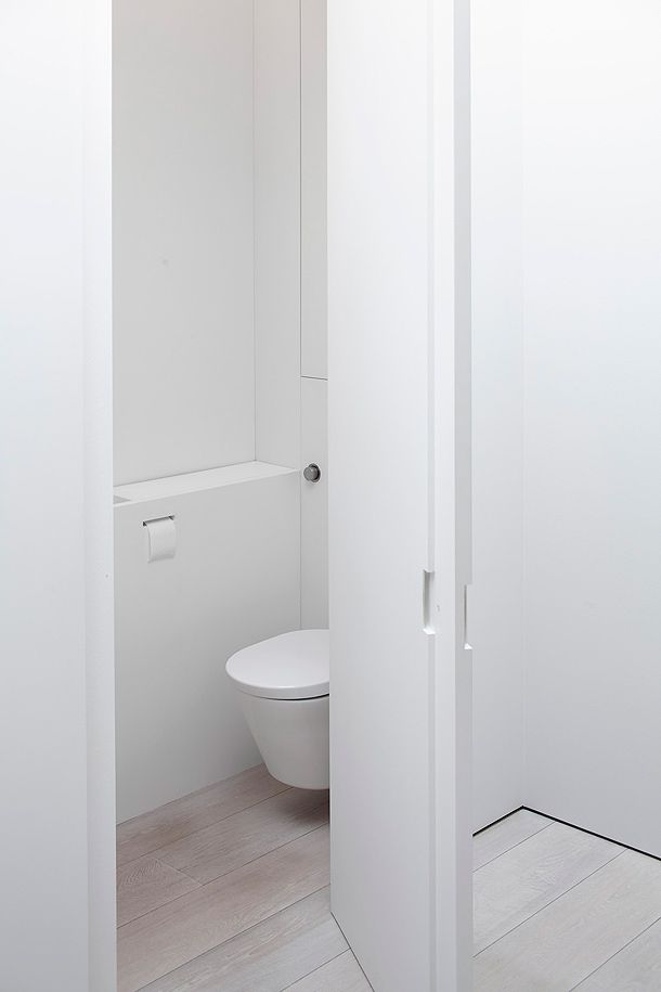 Stark White Minimal Toilet By Pascal Bilquin And Minus