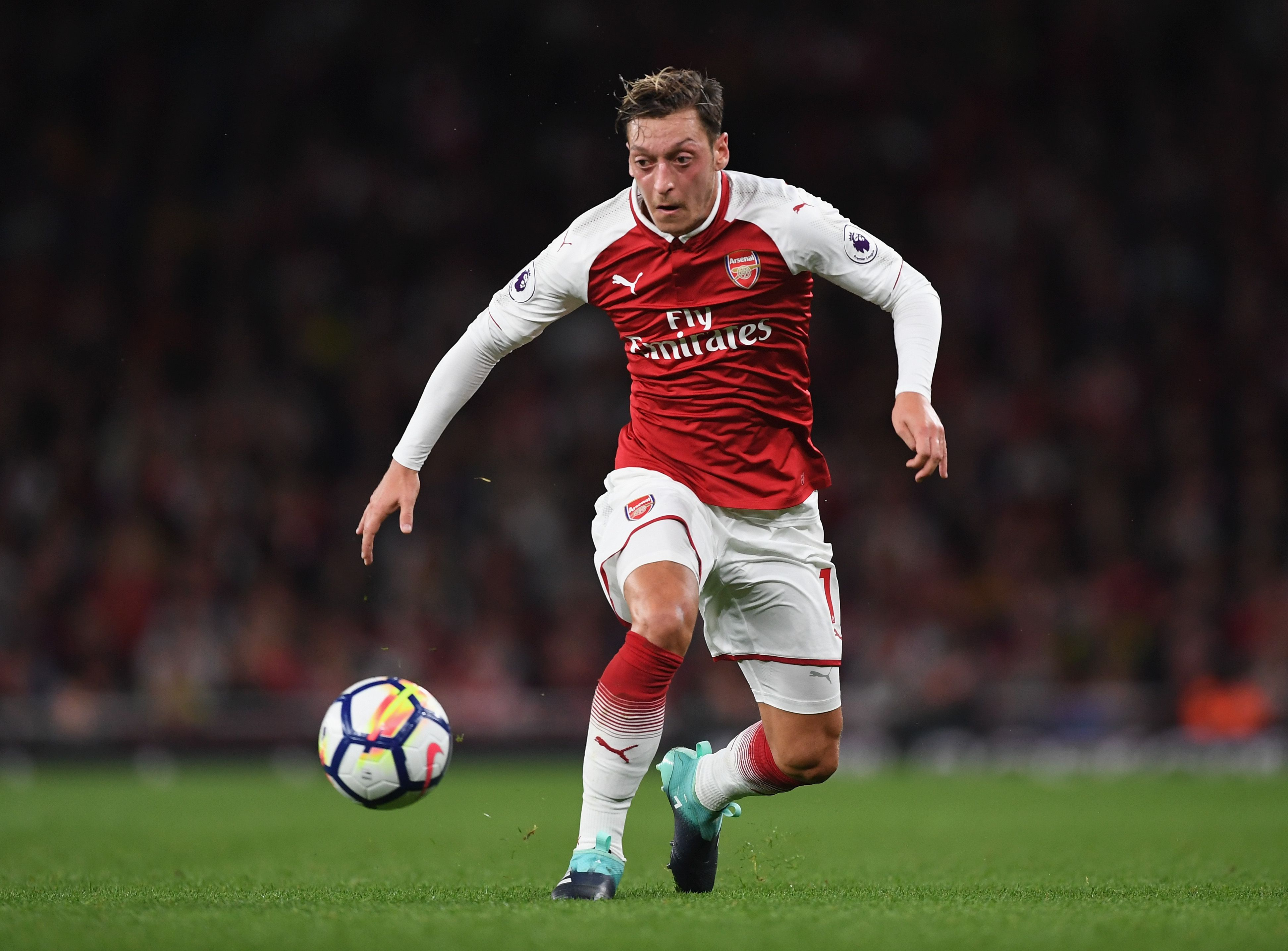 'Mesut Ozil to Manchester United for free looks done' (BBC
