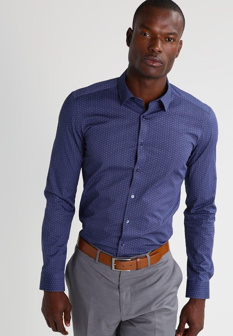 Cómo elegir la camisa perfecta según tu tipo de cuerpo  una guía ... e7c5de71f2f5