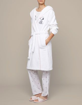 Snoopy robe - oysho | Snoopy <3 | Pinterest | Snoopy, Robe and Clothing