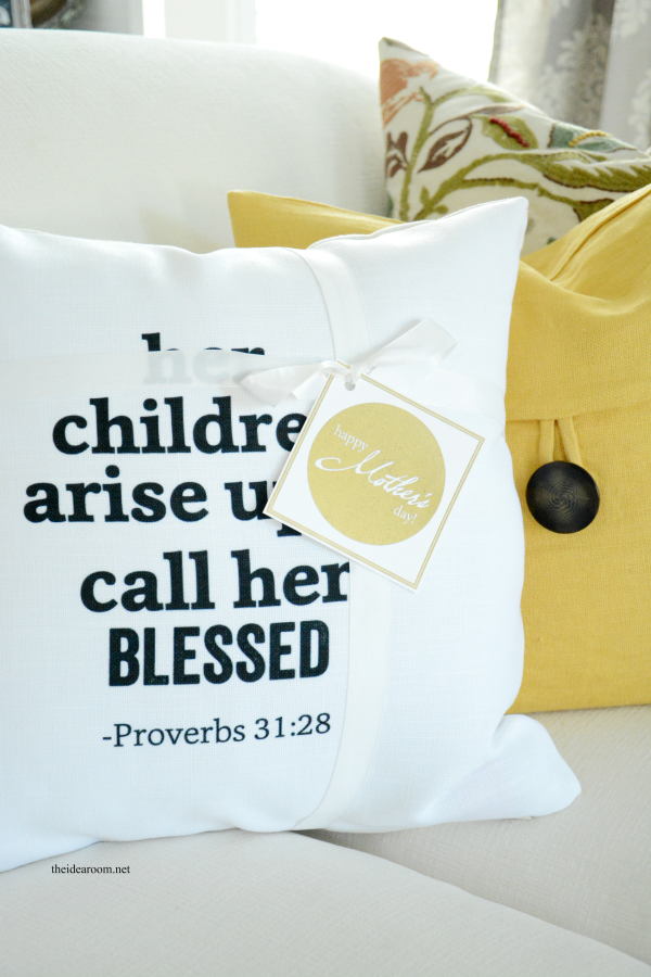 Handmade Mother\'s Day Gift Ideas | Pillows, Gift and Snowman