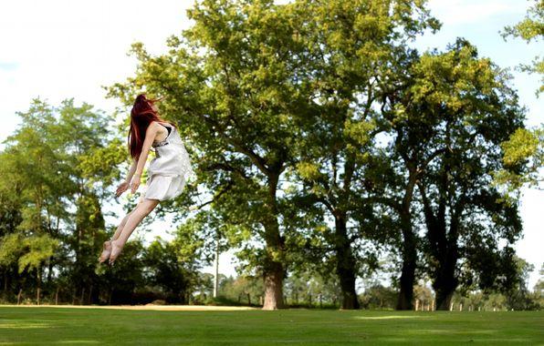 Обои картинки фото прыжок, девушка, парк, полёт