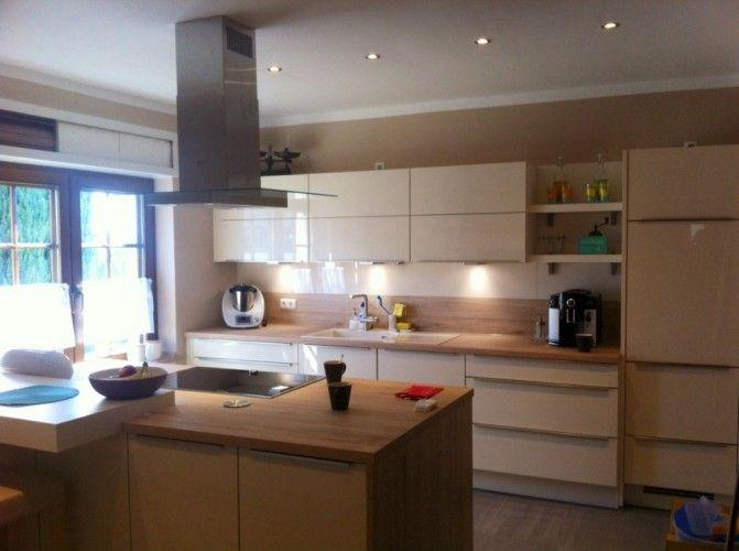Die Küche in premiumweißen Echtglasfronten und einer Arbeitsplatte - küchenschränke nach maß