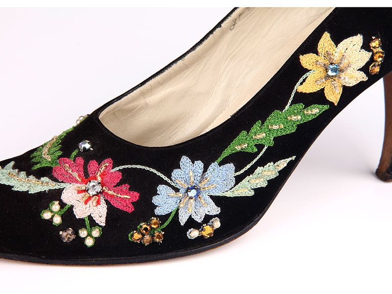 Black suede stiletto shoes, Italy 1952. Decorated with Cornely machine embroidery and rhinestones.