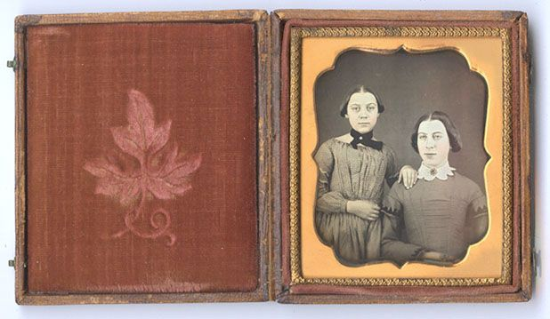CWFP: Mother and Daughter Daguerreotype for Sale: Daguerreotype Photograph - ib345