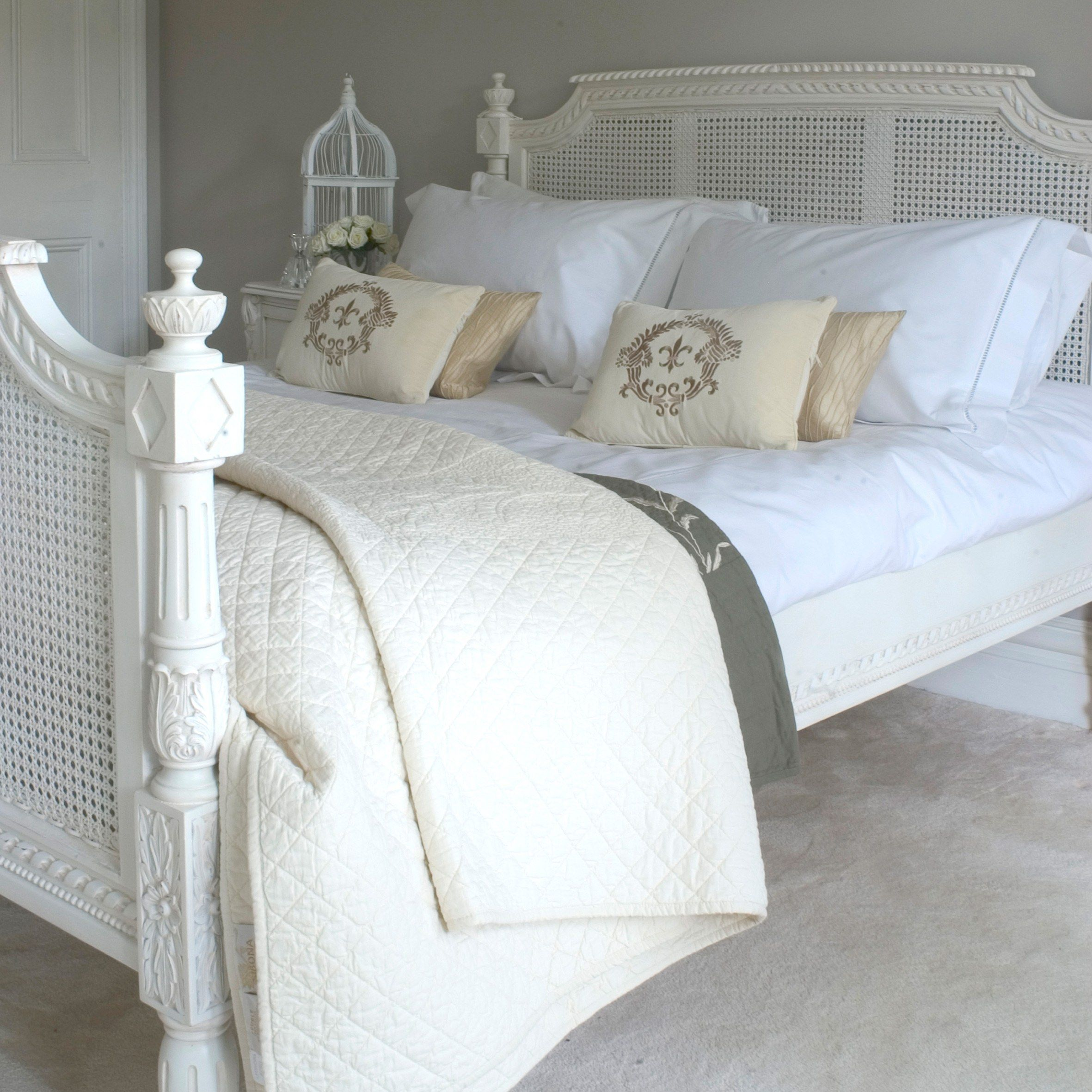 Classical White Rattan Bed Sweetpea and