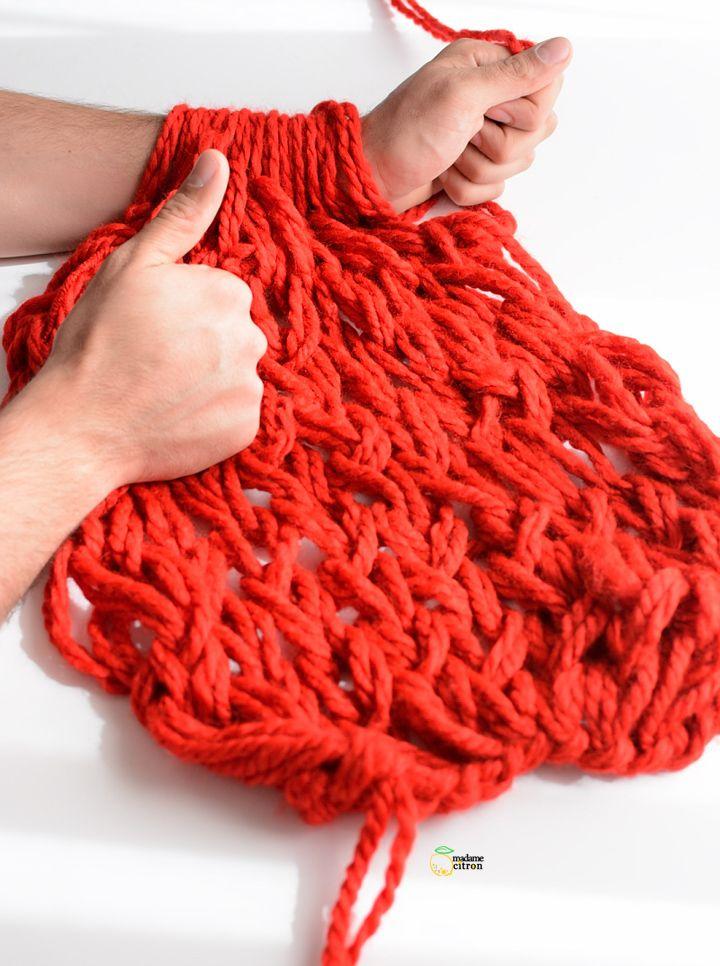 tricoter une echarpe avec les bras