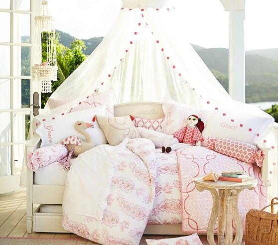 Madeline Daybed Simply White | Pottery Barn Kids  sc 1 st  Pinterest & Madeline Daybed Simply White | Pottery Barn Kids | Girls room ...