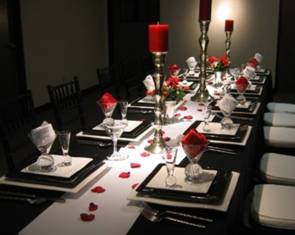 Modern Black White Romantic Dining Table Decoration With Different Size Of Candles
