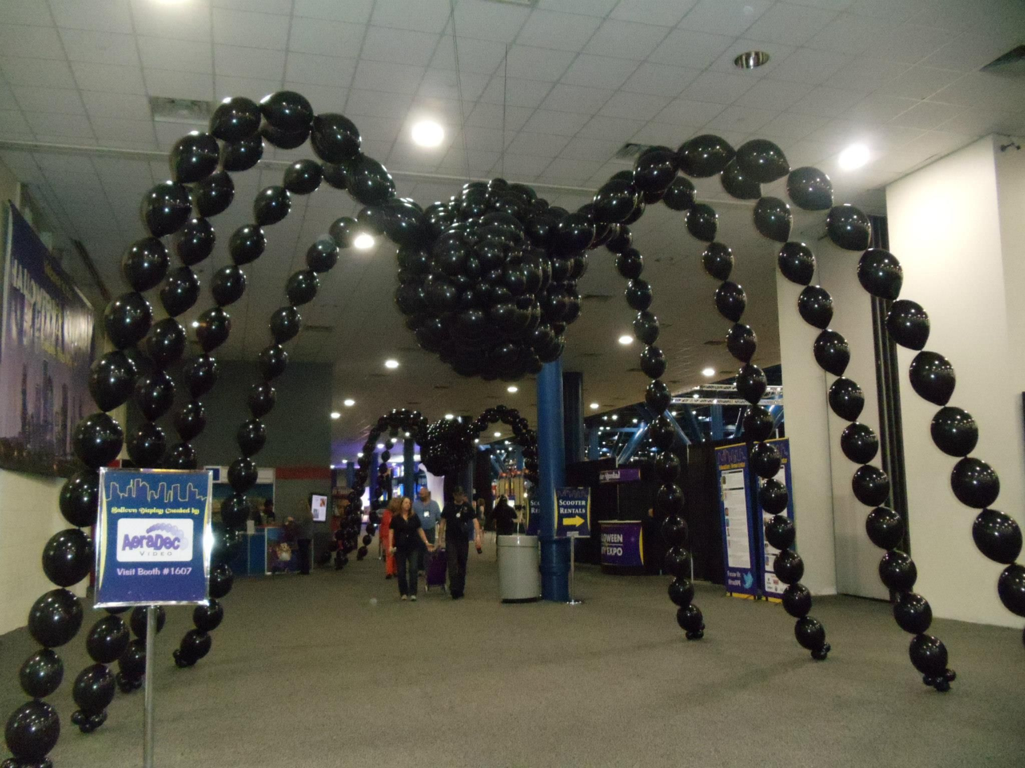Halloween spider decorations - Giant Link O Loon Spider At Halloween Party Expo 2013 By Steve