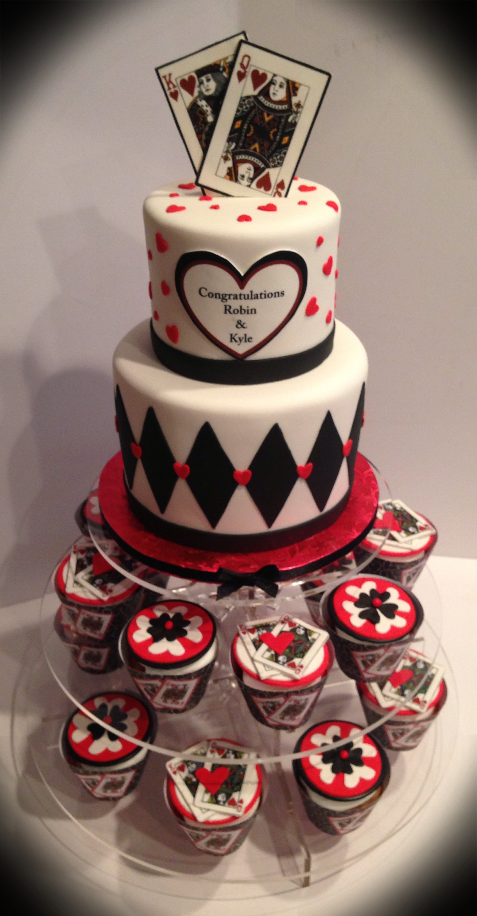 King and queen of hearts cake and cupcakes Cakes Pinterest