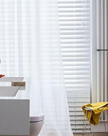 Raamdecoratie in de badkamer, maak de juiste keus | Pinterest ...