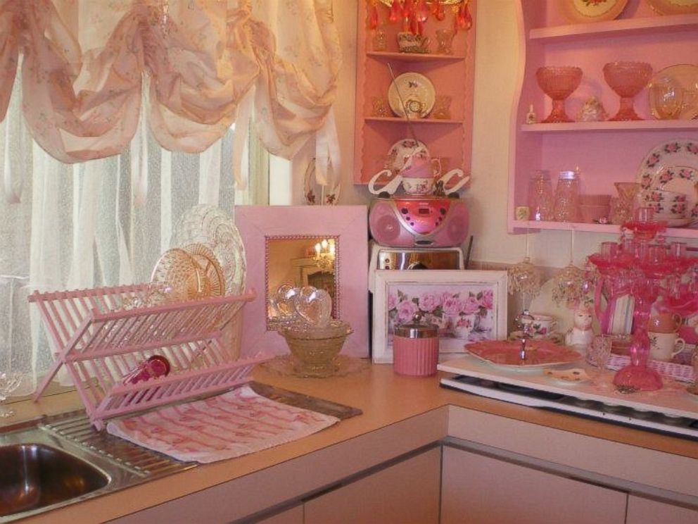 Australian Woman Decorates Home Entirely in Pink Chic