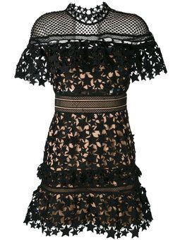 vestido con bordado de encaje