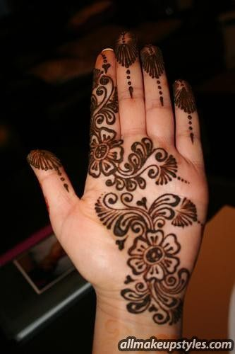 front hand mehndi design. you can easily draw that design