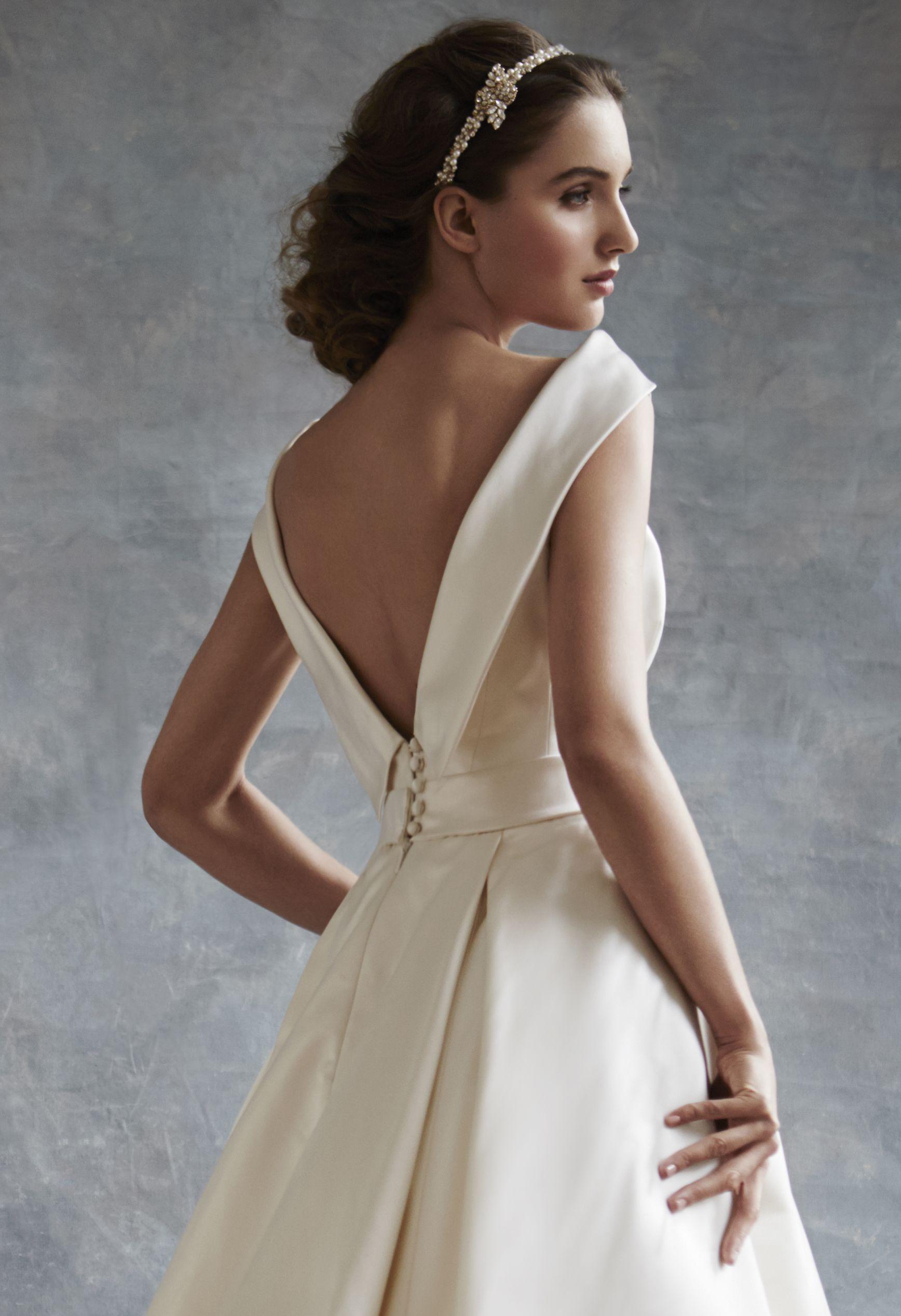 Evita crop 1 Stunning wedding dresses, Trendy wedding