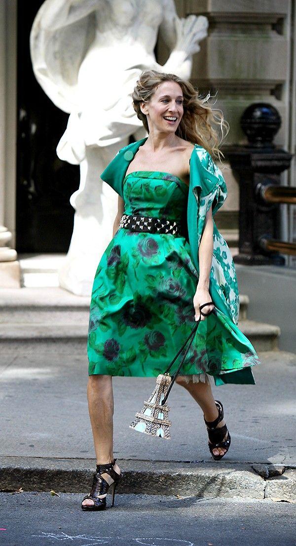 653abf53420 Sarah Jessica Parker (aka Carrie Bradshaw) wears a green floral dress