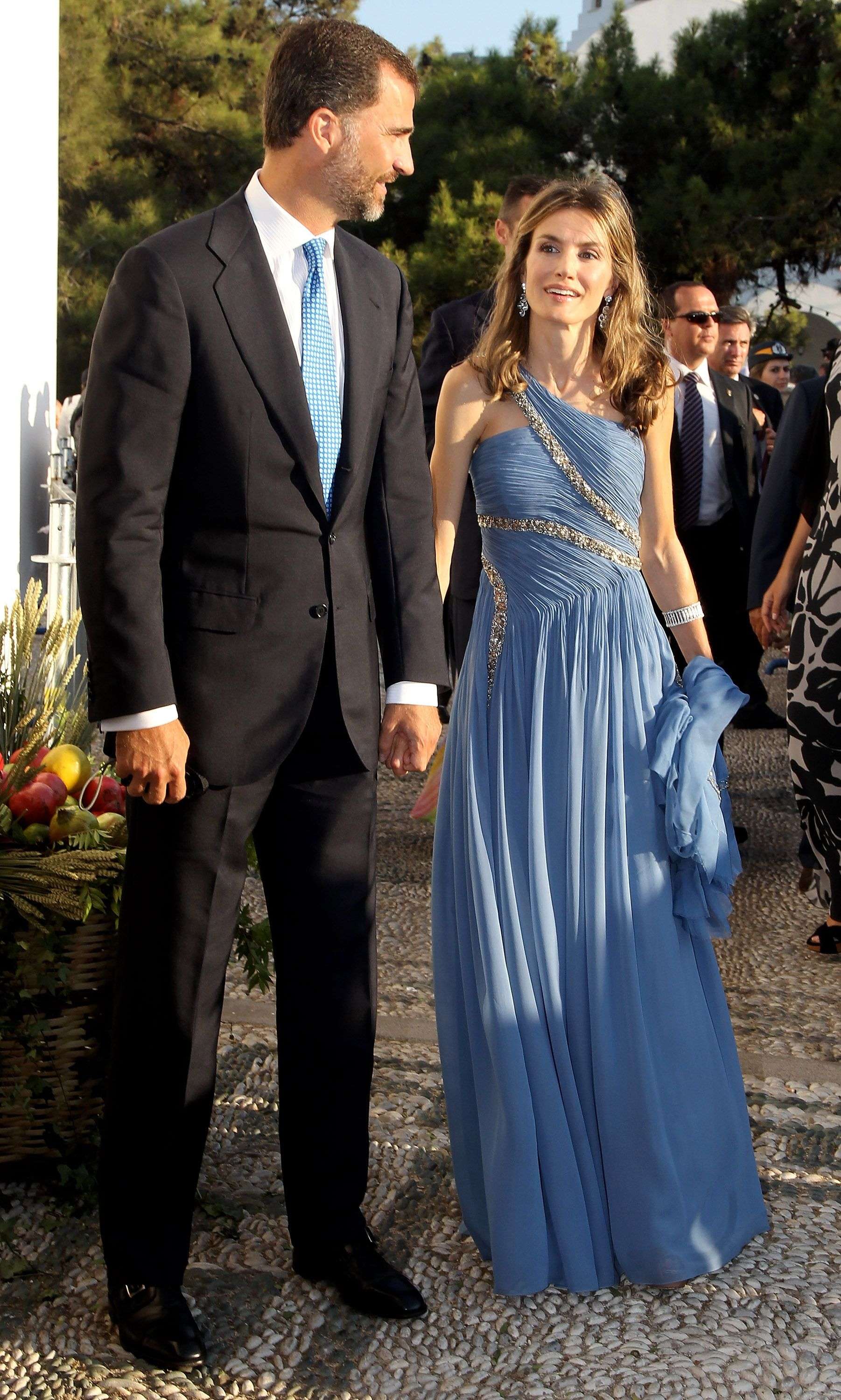 When She Wore a One-Shouldered Gown Like It\'s NBD | Gowns, Queen ...