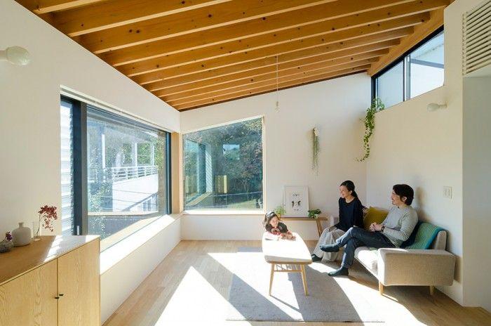 木漏れ日の落ちる家東京ながら 別荘のように自然を感じながら暮らす