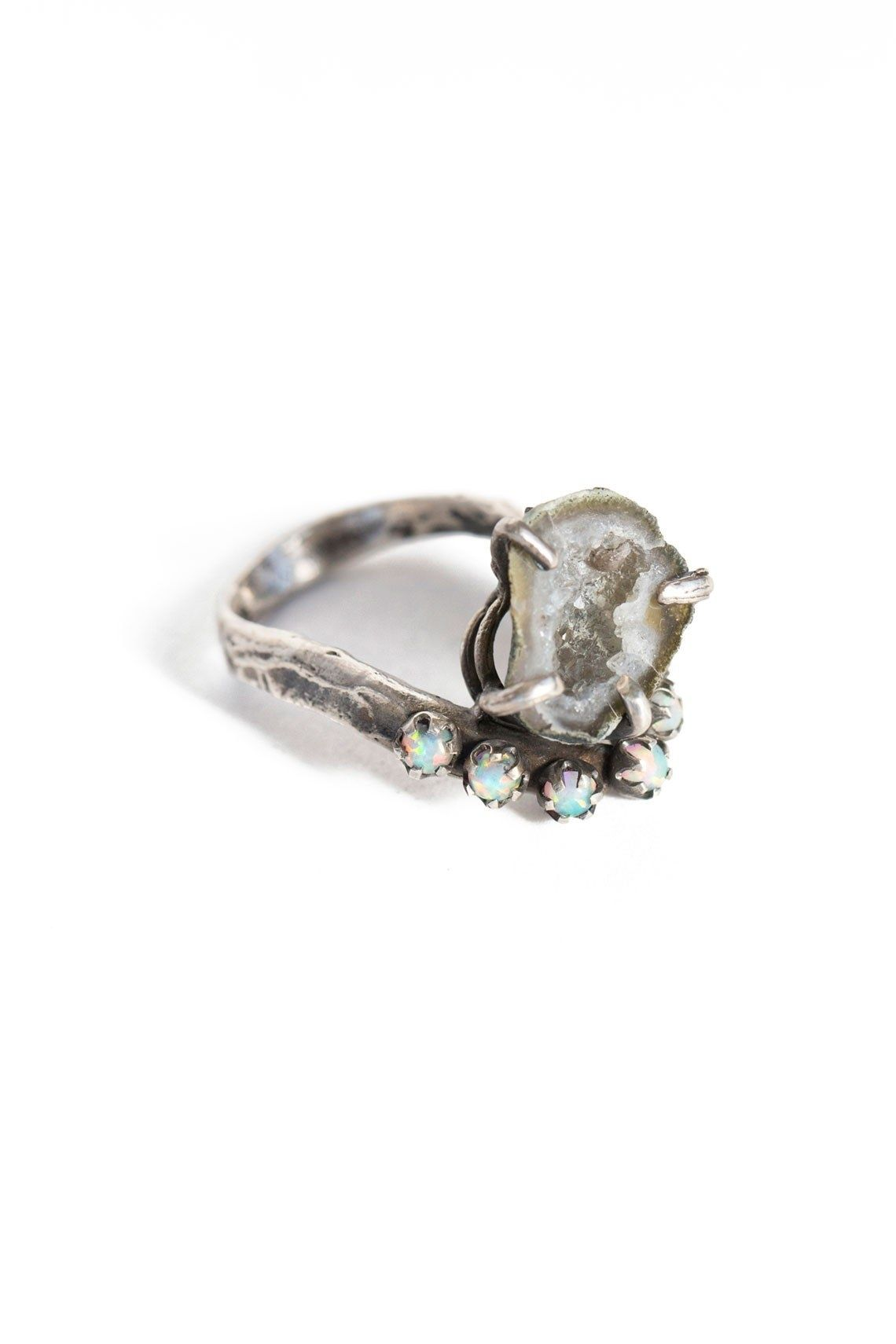 65 Impossibly Beautiful Alternative Engagement Rings You\'ll Want ...