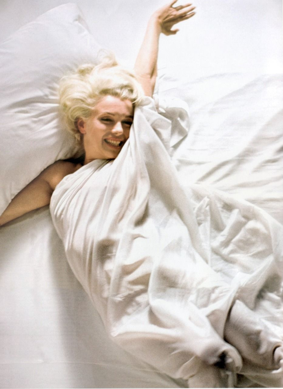 Marilyn White Bed Sheets With Images Marilyn Monroe Photos Marilyn Monroe Poster Marilyn Monroe