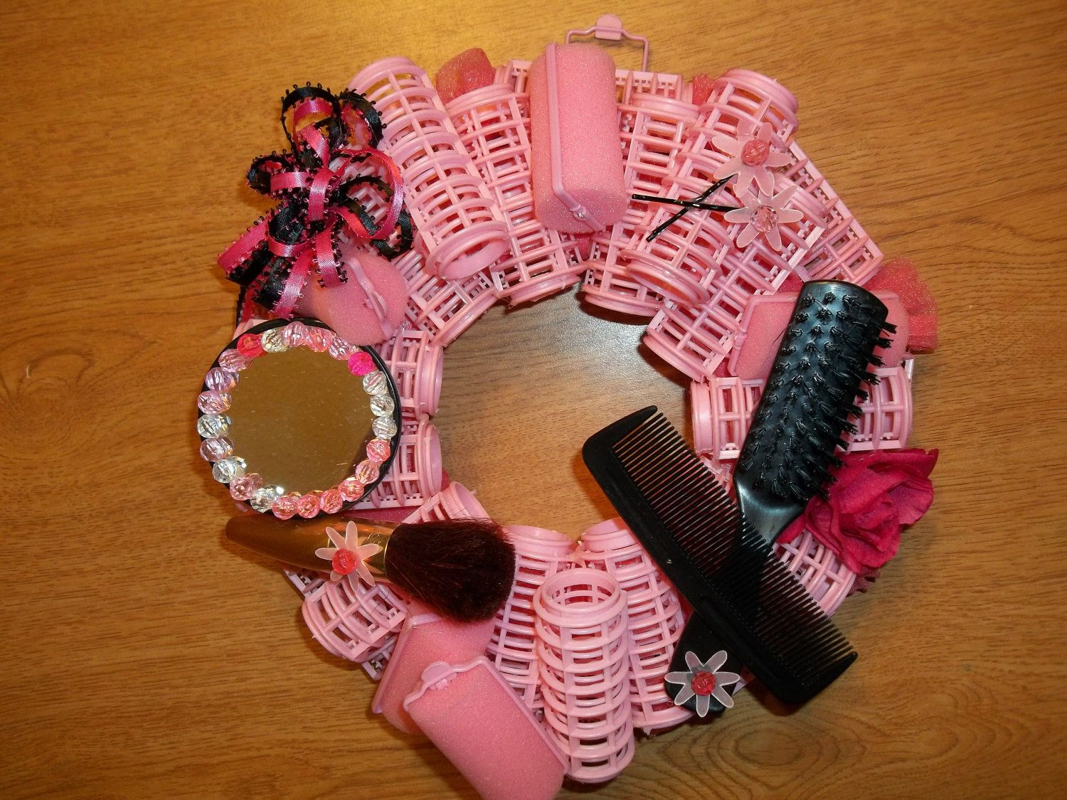 Hair stylist christmas ornaments - Wreath Curlers Pink Wreath Pink Black Mirror Beads Ribbon
