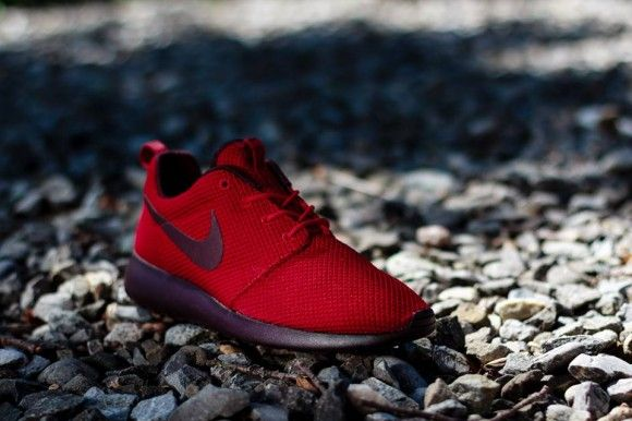d7f050132b327 Nike Roshe Run Gym Red Deep Burgundy Gym Red Deep Burgundy 511881 660