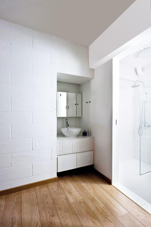 Separate E In The Bathroom And Have Warm Feel Of Wooden Flooring Home Decor