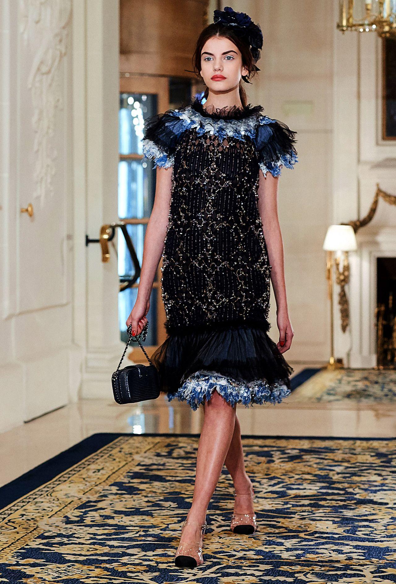 Kleider chanel stil
